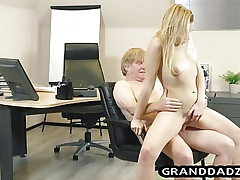 Youthful boss gets her sole fetish pleased by senior employee