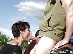 Mature succubus bj's off hung youngster on roadside