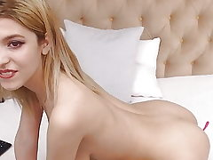 pretty youthful stunner with natural saggy funbags in cam HD