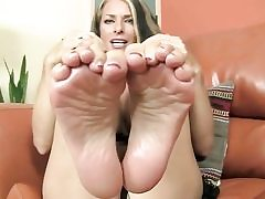 Saucy looking stunner is exposing her soles and is ready to give footjob